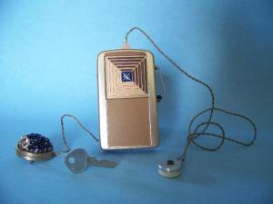 gordon-cole-hearing-aid-disguised-jewel-pin